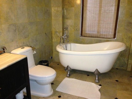 Hanoi Boutique Hotel & Spa:                   bathroom