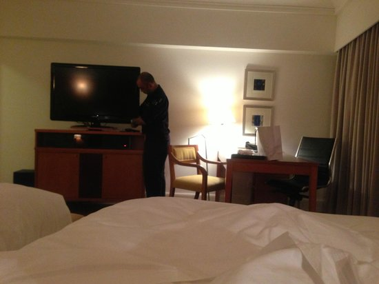 Fairmont Singapore:                   After a l-o-n-g wait, the TV  still did not work!  I waited 1.5 hours and I st