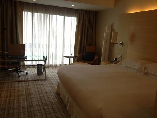 Hilton Singapore: My room on the 18th Floor.