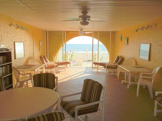 Far Horizons Motel: Breezeway