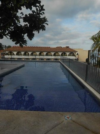 Hotel Casa Doña Susana:                   shallow end of L shaped roof top pool