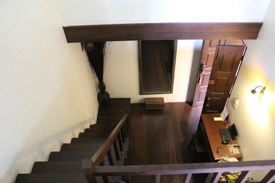 أولد كابيتال بايك إن: Stairs in Jasmine