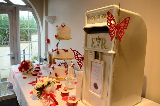 Vale of the White Horse Inn:                   OUR CAKE TABLE