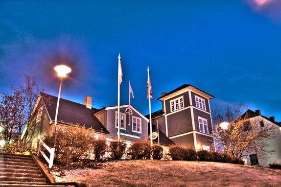 Humarhusid: The lobsterhouse at night