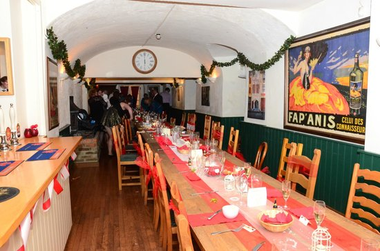 Vale of the White Horse Inn:                   OUR TABLE SAT 64 PEOPLE