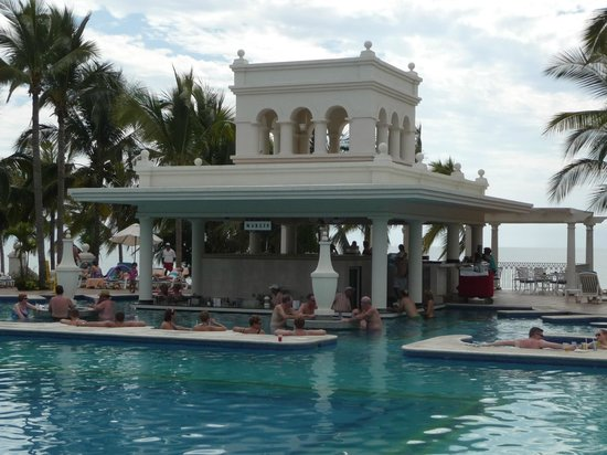 Hotel Riu Palace Pacifico: Swim up bar