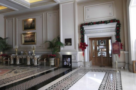 Hotel Grande Bretagne, A Luxury Collection Hotel: The majestic entrance area