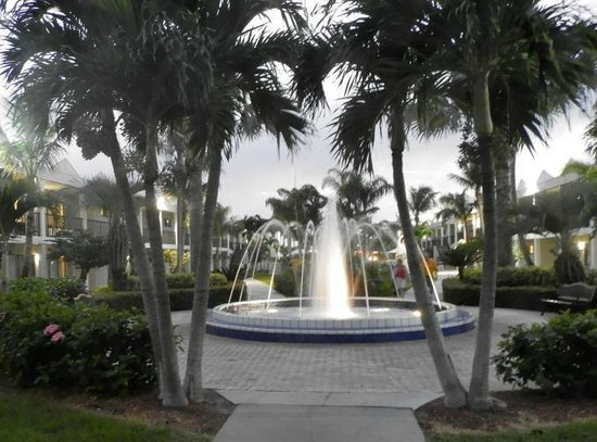 Beachcomber Beach Resort & Hotel:                   fountain