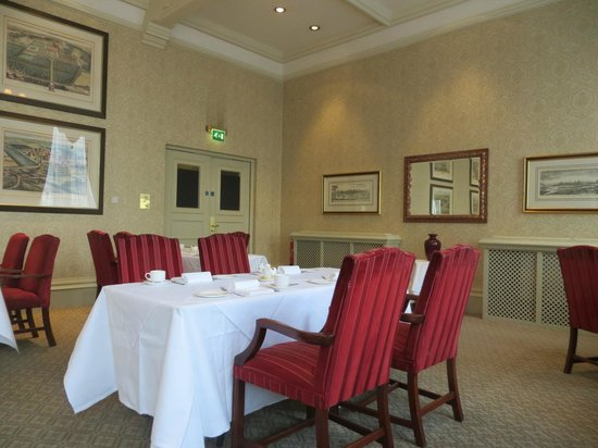 Macdonald Randolph Hotel: launge for afternoon tea or lunch