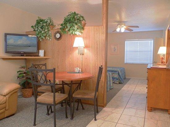 Far Horizons Motel: Dining area