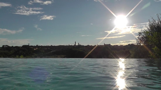 Podere La Strega : View from the infinity pool