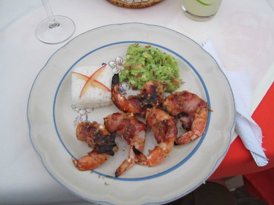 Restaurant El Arrayan:                   Cheese-stuffed, bacon-wrapped shrimp