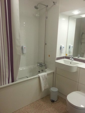 Premier Inn Weston-Super-Mare (Seafront) Hotel: Bathroom (why is there no rail for the hand towel?!)