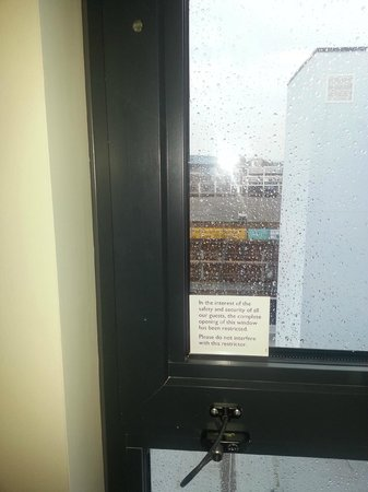 Premier Inn Weston-Super-Mare (Seafront) Hotel: Window with safety tethering to prevent opening wide, but handle removed so couldn't open it!