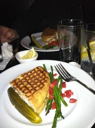 Marlow's Tavern: chicken panini!!!