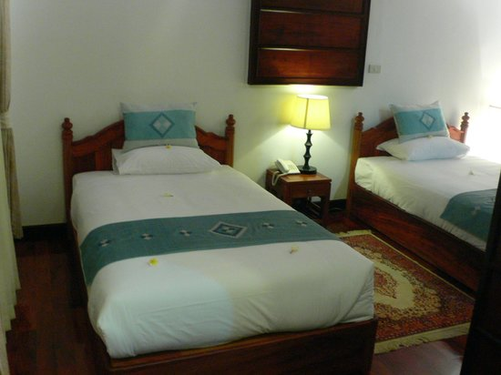 Ang Thong Hotel : The rooms looked nice but we didn't get a great deal of sleep