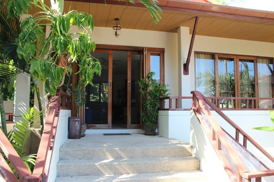 Rising Sun Residence: bungalow entrance