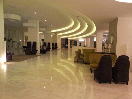Park Plaza Histria Pula:                   Hotel lobby