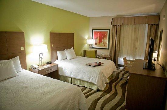 Hampton Inn Oakland-Hayward: Two Queen Beds