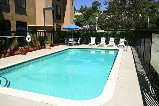 Hampton Inn Oakland-Hayward: Pool Area