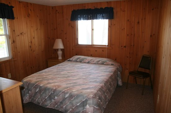 Bay View Lodge : Knotty Pine interior of cabins
