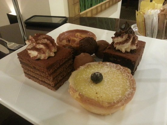 The Cavendish London: Cakes/slices
