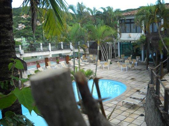 Hotel Mandragora :                   Vista desde la cabaña.Piscina y bar de uso comùn