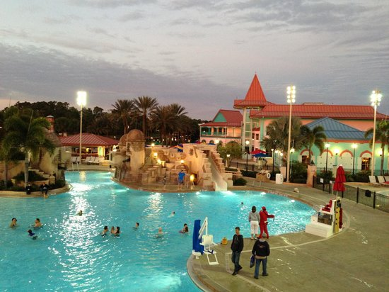 Disney S Caribbean Beach Resort Pool Pasillos Hotel