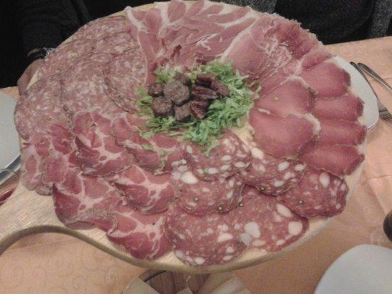 Osteria Il Braciere :                   ricco antipasto di salumi