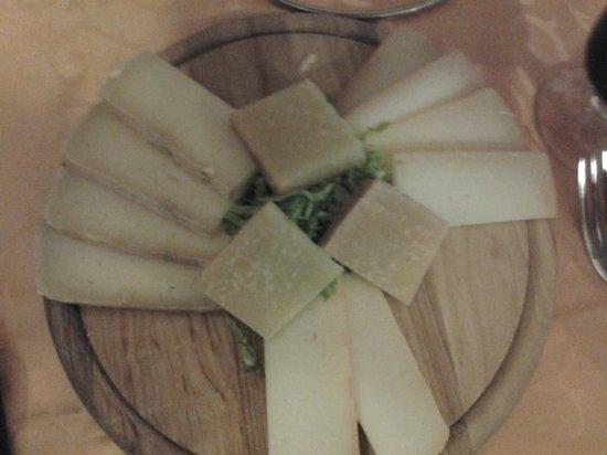 Osteria Il Braciere :                   antipasto di formaggi e pecorini