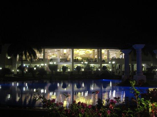 Holiday Inn Resort Goa:                   Hotel Lobby