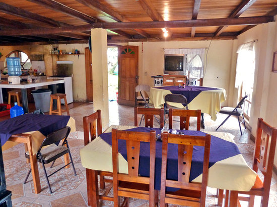 Rubby Hostal: Dining room for your free breakfast and adjoining kitchen available for use