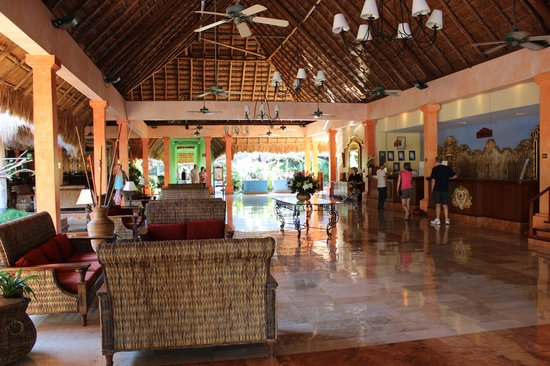 Iberostar Quetzal Playacar: Relax in the Quetzal lobby.