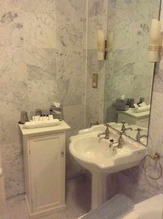 Loch Ness Country House Hotel at Dunain Park : Bathroom 1