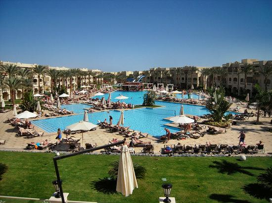 Rixos Sharm El Sheikh: Blick vom Hauptgebäude zum Oasis-Pool