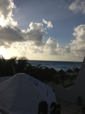 Flamingo Cancun Resort :                                     Thursday morning.