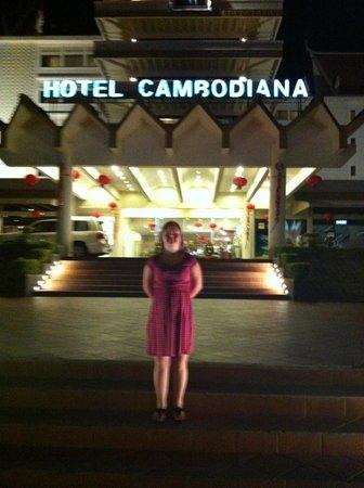 Hotel Cambodiana:                   utanför hotellet
