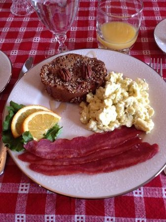 Lawrenceburg Bed and Breakfast:                                     Delicious meals!