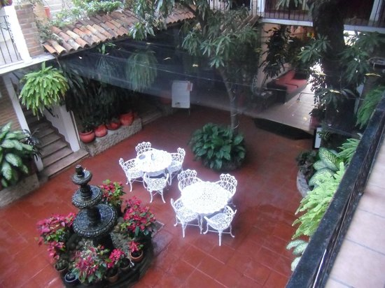 Hotel Posada de Roger: Courtyard from Room 206
