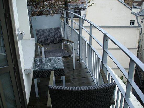 ฮอลิเดย์อินน์ปารีส นอเทรอดาม:                   balcony