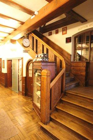 Romantik Hotel Greifen Post: Treppenhaus EG