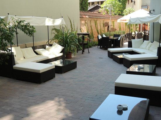 Hotel Soleil Szeged: Lounge Terrace in Summer