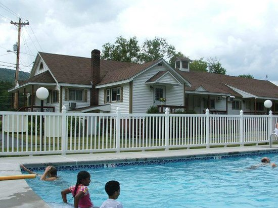 Riverbank Motel and Cabins:                   View of motel from pool