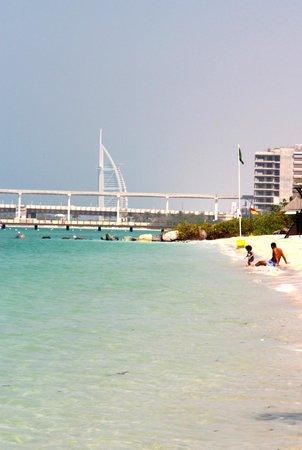 Westin Dubai Mina Seyahi Beach Resort & Marina:                   uitzicht van op het strand