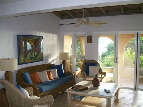 Frenchmans: Living room looking out on covered patio