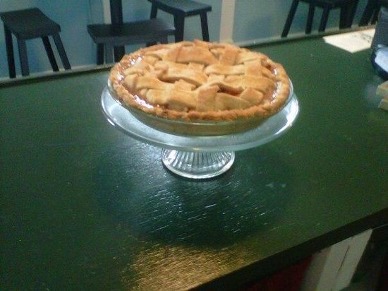 Little Red Hen Cafe: Home baked apple pie~ Local apples!