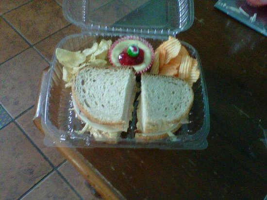 Little Red Hen Cafe: Rueben sandwich w/ mini cheesecake for catered lunch! YUM