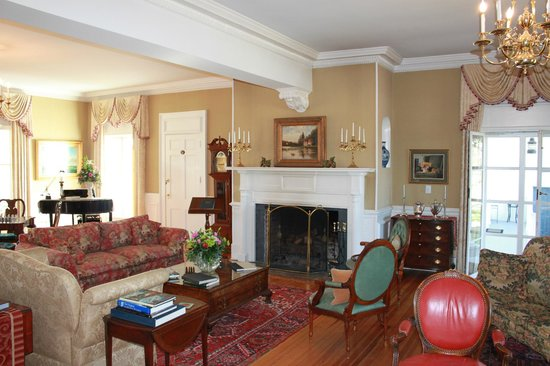 Inn at Warner Hall: Sitting Room