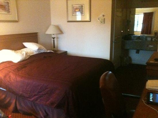 Quality Inn & Suites Gilroy:                   Comfy bed