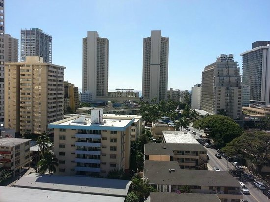 Waikiki Sand Villa Hotel:                   Ocean view from 11th floor corner room lanai